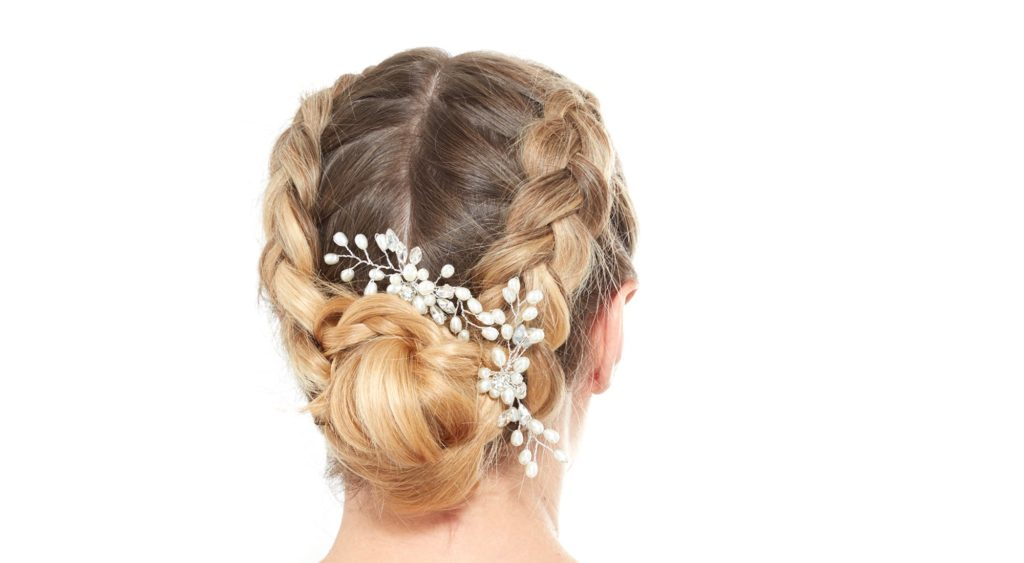 17b12ff4d0f4a5ad378f95a245617f44afc6431b winter wedding hair inspiration 1