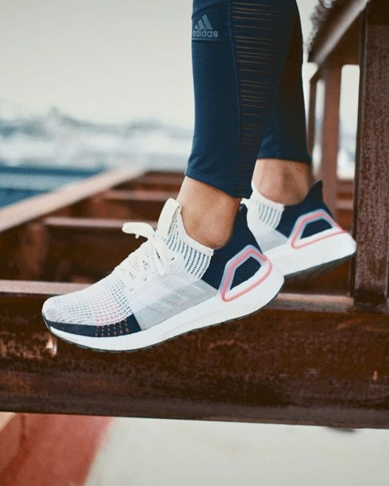 Kadınlar için 20 Trend Adidas Spor Ayakkabı 1