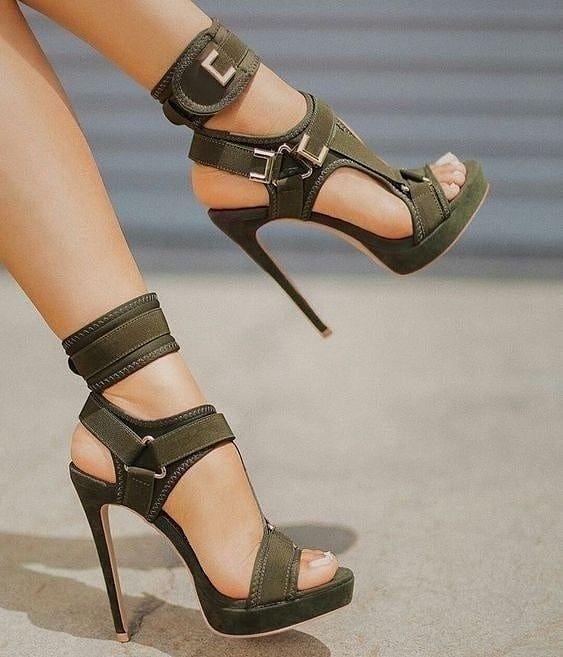 Minimalist Sandalet Seçimi 1