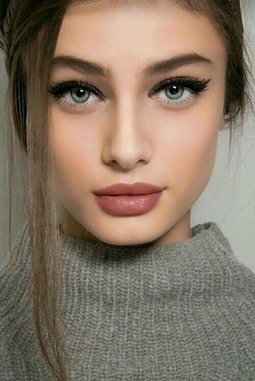 Yüzü İnce Gösteren Makyaj Modelleri 16