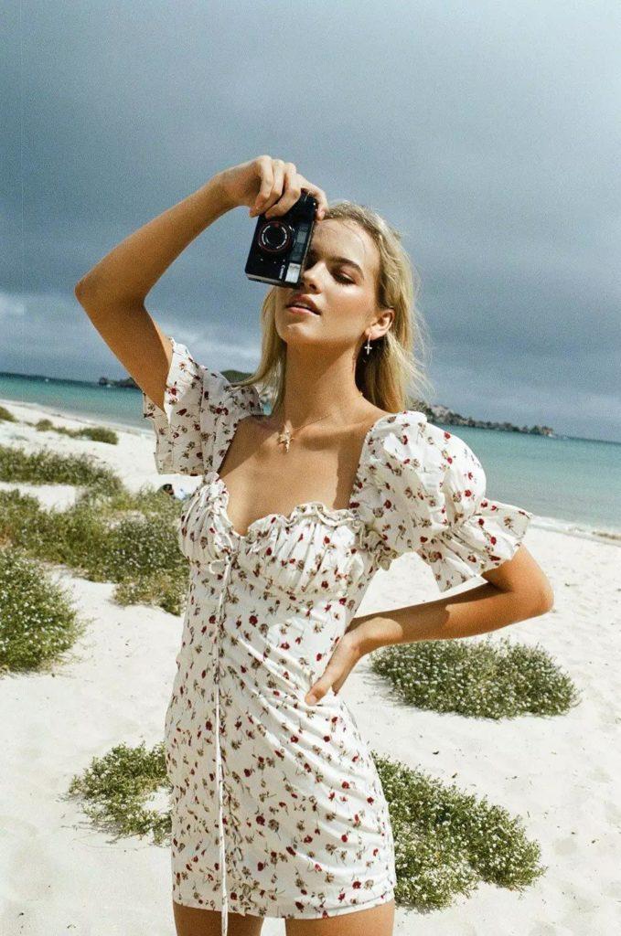 Yaz için Çiçek Baskı Elbiseleri modelleri 14