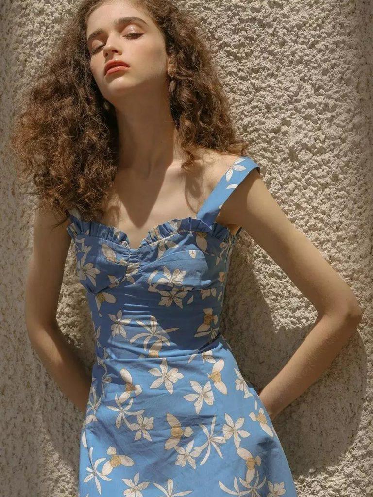 Yaz için Çiçek Baskı Elbiseleri modelleri 25