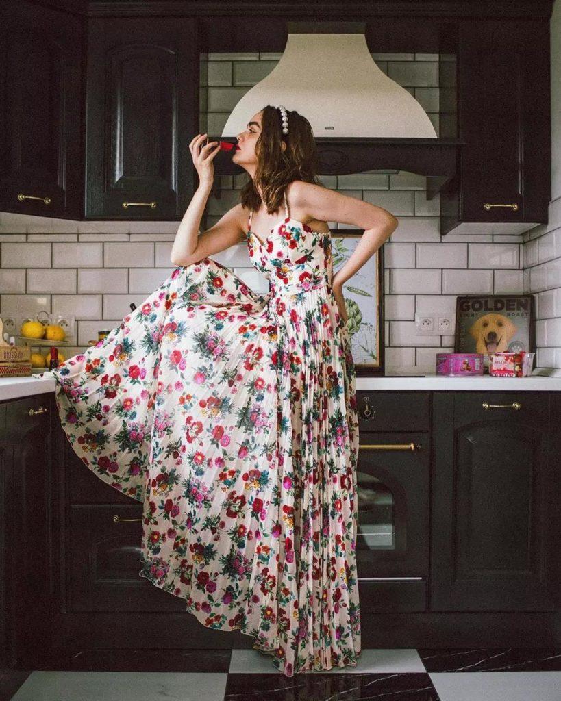 Yaz için Çiçek Baskı Elbiseleri modelleri 27